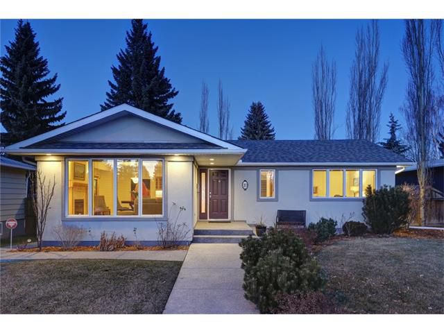 Main Photo: 10 MEADOWLARK CR SW in Calgary: Meadowlark Park House for sale : MLS®# C4091031