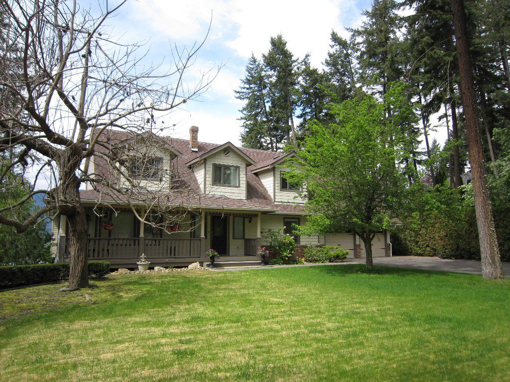 Main Photo: 3191 Northeast Upper Lakeshore Road in Salmon Arm: Upper Raven House for sale : MLS®# 10133310