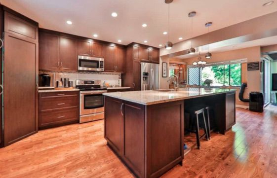 Main Photo: : Townhouse for sale : MLS®# R2270530