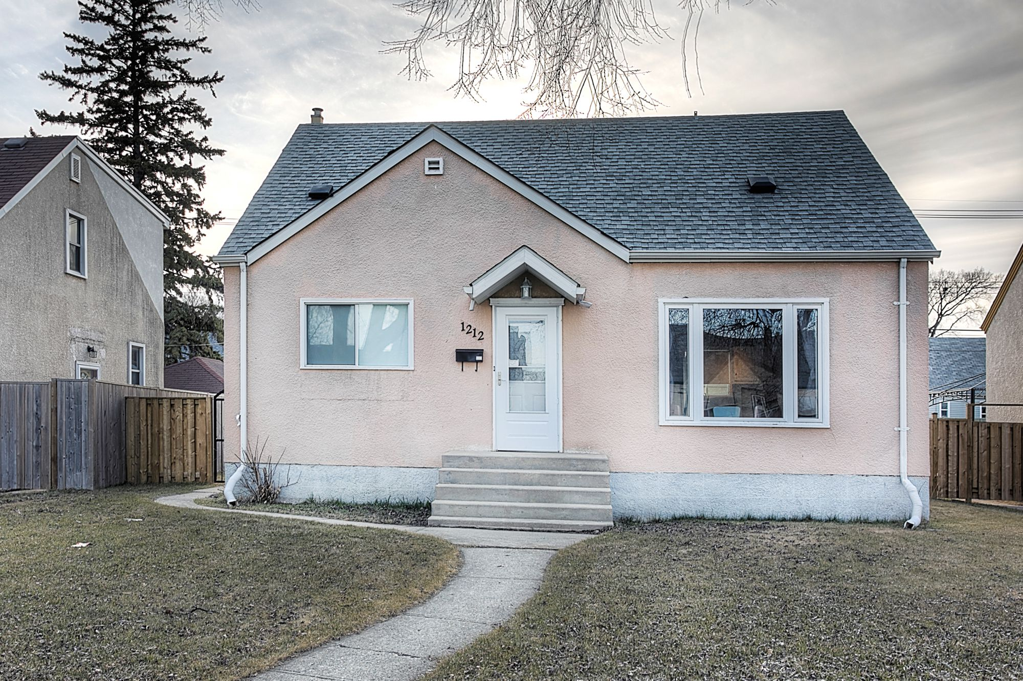 Main Photo: 1212 Ashburn Avenue in Winnipeg: Polo Park Single Family Detached for sale (5C)  : MLS®# 1909250