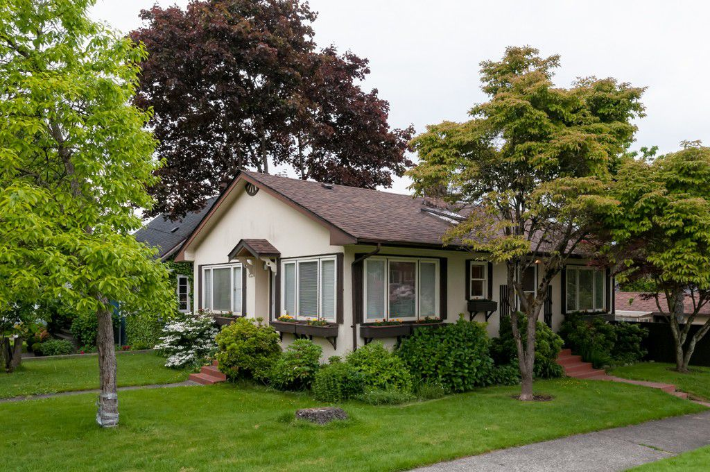 "Main Photo: 833 4TH ST in New Westminster: GlenBrooke North House for sale in ""GLENBROOKE NORTH"" : MLS®# V1009276"