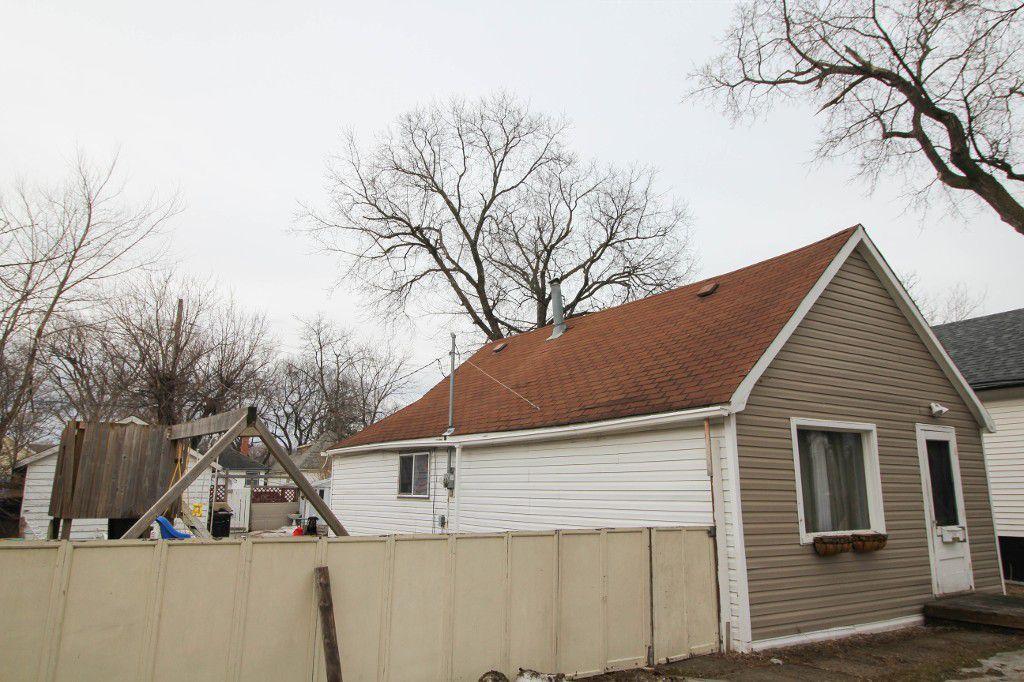 Main Photo: 214 Kildare Avenue in Winnipeg: West Transcona Single Family Detached for sale (3L)  : MLS®# 1704067