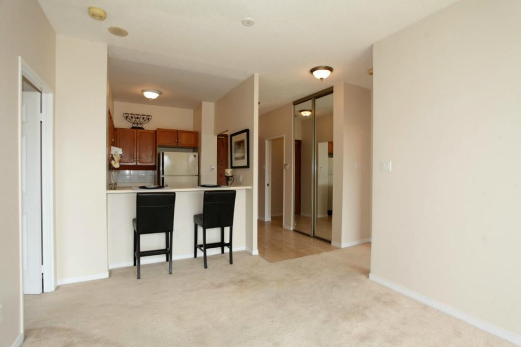 Main Photo: 2511 Lakeshore Rd W #430 in : 1001 - BR Bronte CND for sale (Oakville)  : MLS®# OM2055815