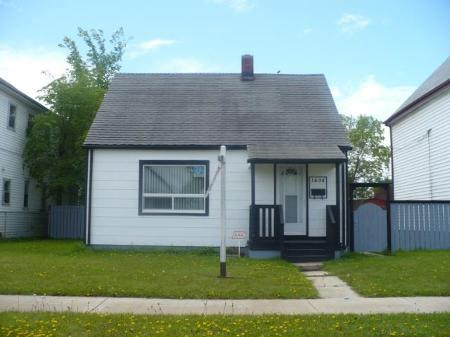Main Photo: 1608 WILLIAM AV W: Residential for sale (Canada)  : MLS®# 2910663
