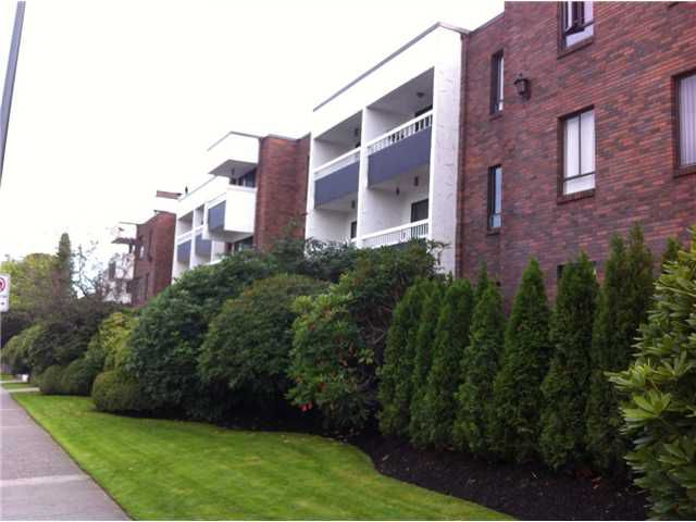 Main Photo: # 208 2450 CORNWALL AV in Vancouver: Kitsilano Condo for sale (Vancouver West)  : MLS®# V1035164