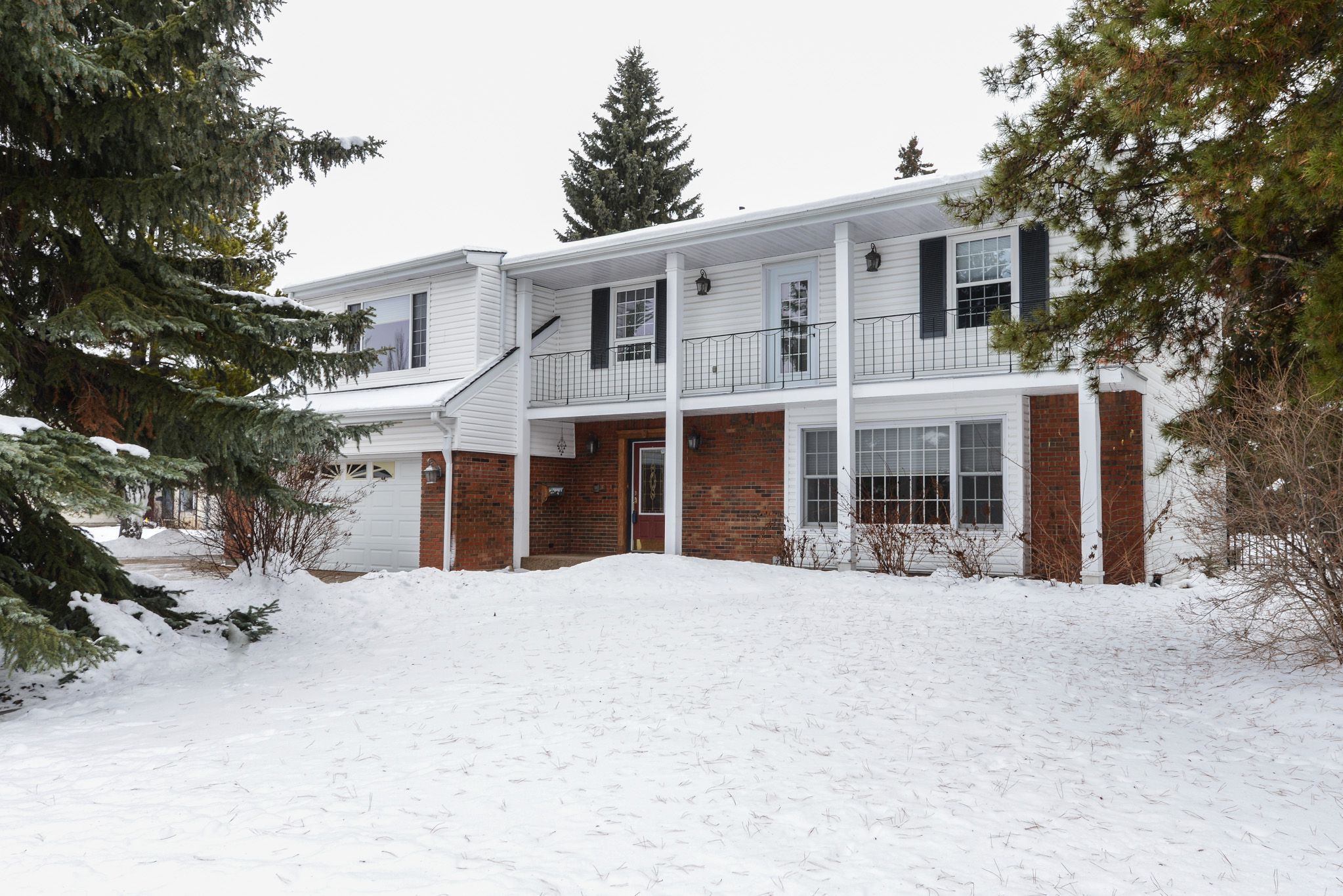 Main Photo: 63 Quesnell crescent in Edmonton: Quesnell Heights House for sale