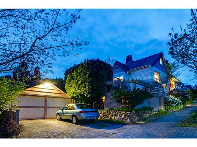 Main Photo: 700 SIXTEENTH ST in New Westminster: West End NW House for sale : MLS®# V1118103