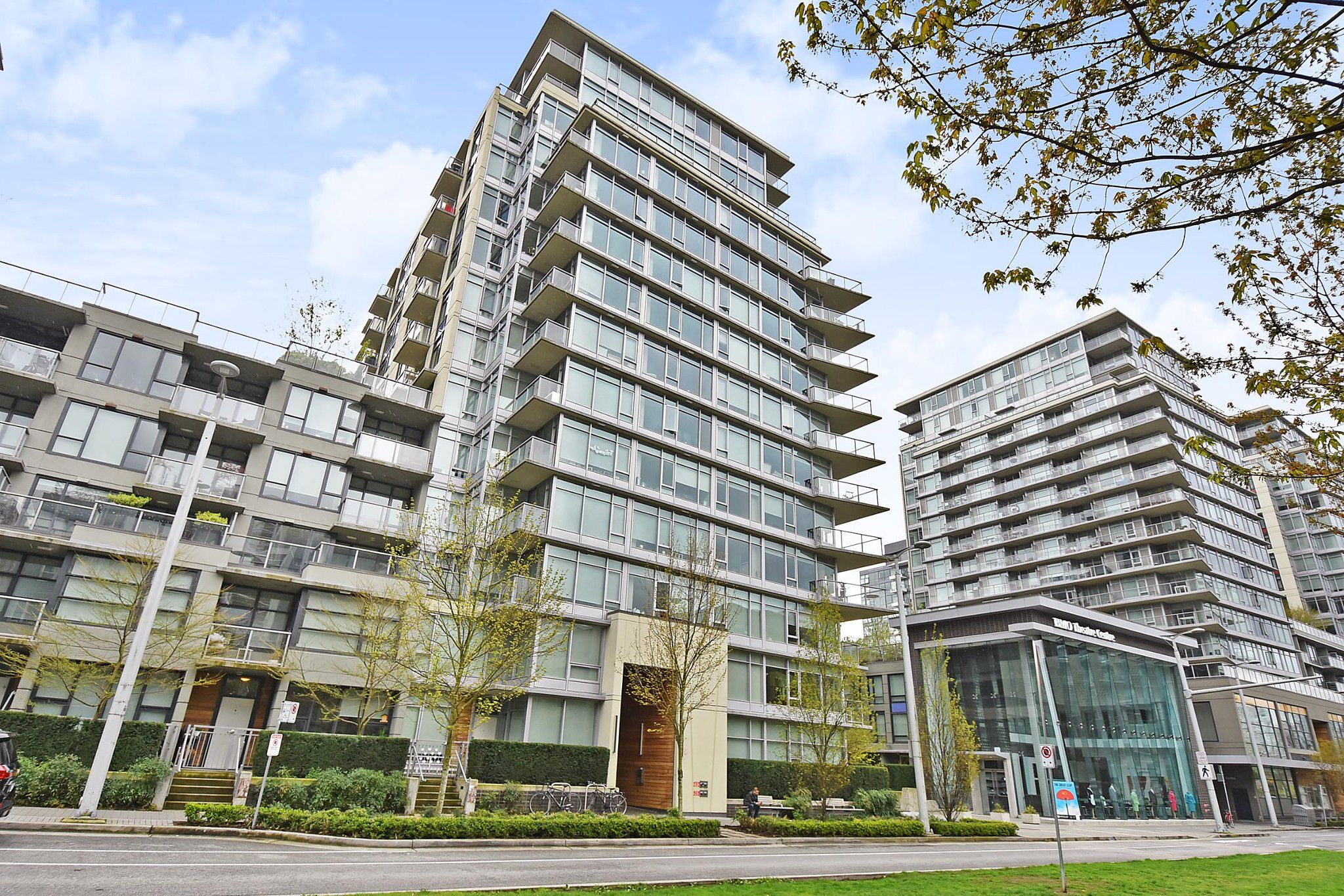 Main Photo: 306 138 W 1ST AVENUE in Vancouver: False Creek Condo for sale (Vancouver West)  : MLS®# R2360592