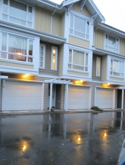 Main Photo: 3 5355 201A Street in Langley: Townhouse for sale : MLS®# F1405605