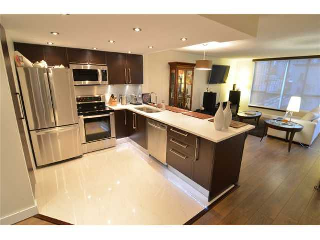 """Main Photo: 801 1500 HOWE Street in Vancouver: Yaletown Condo for sale in """"THE DISCOVERY"""" (Vancouver West)  : MLS®# V952312"""
