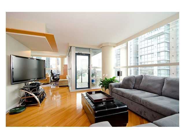 "Main Photo: 1408 1050 BURRARD Street in Vancouver: Downtown VW Condo for sale in ""SUITES AT THE WALL CENTRE"" (Vancouver West)  : MLS®# V962212"