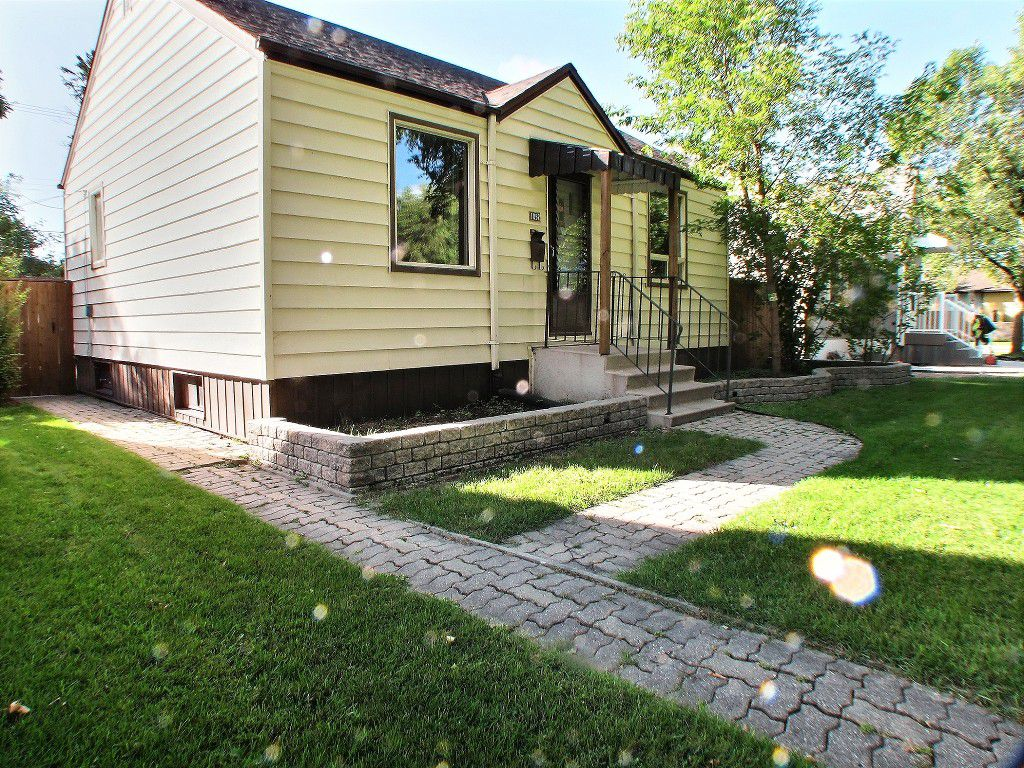 Main Photo: 1052 Warsaw Avenue in Winnipeg: Fort Rouge / Crescentwood / Riverview Residential for sale (South Winnipeg)  : MLS®# 1525140