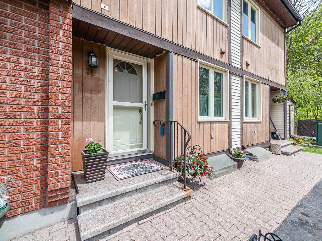 Main Photo: 75 811 Connaught Avenue in Ottawa: Queensway Terrace North House for sale : MLS®# 1025820
