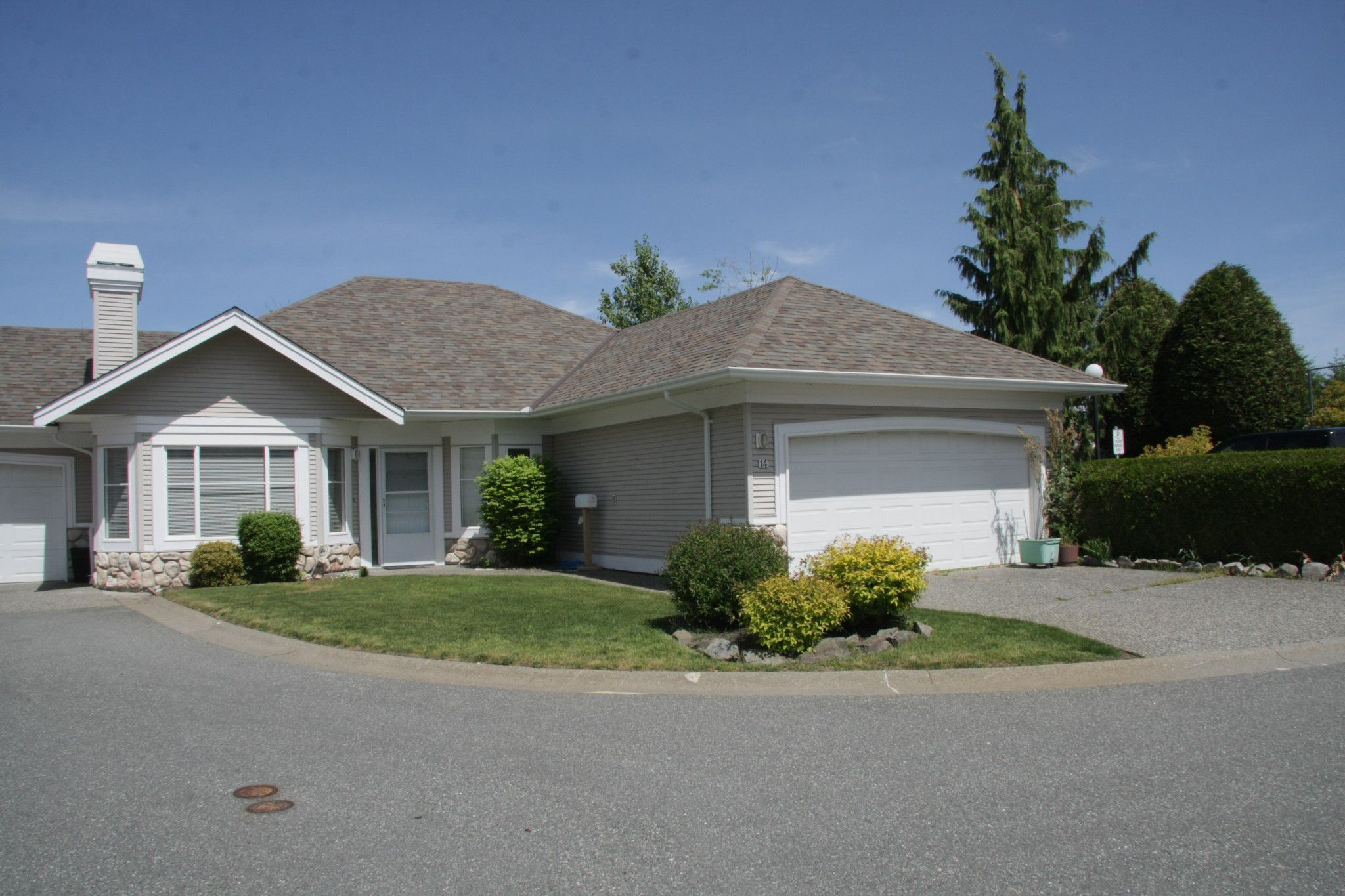 Main Photo: 14 31501 Upper Maclure Road in Abbotsford: Townhouse for sale : MLS®# R2372107