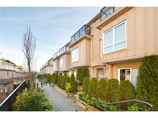 """Main Photo: 16 3788 LAUREL Street in Burnaby: Burnaby Hospital Townhouse for sale in """"THE LAUREL"""" (Burnaby South)  : MLS®# V931218"""