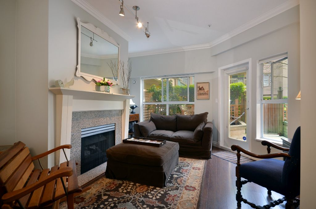 """Main Photo: 119 511 W 7TH Avenue in Vancouver: Fairview VW Condo for sale in """"BEVERLY GARDENS"""" (Vancouver West)  : MLS®# V956818"""