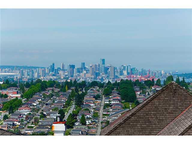 Main Photo: 126 N HYTHE Avenue in Burnaby: Capitol Hill BN House for sale (Burnaby North)  : MLS®# V1015632