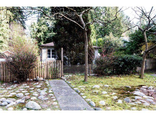 Main Photo: : House for sale : MLS®# v1109320