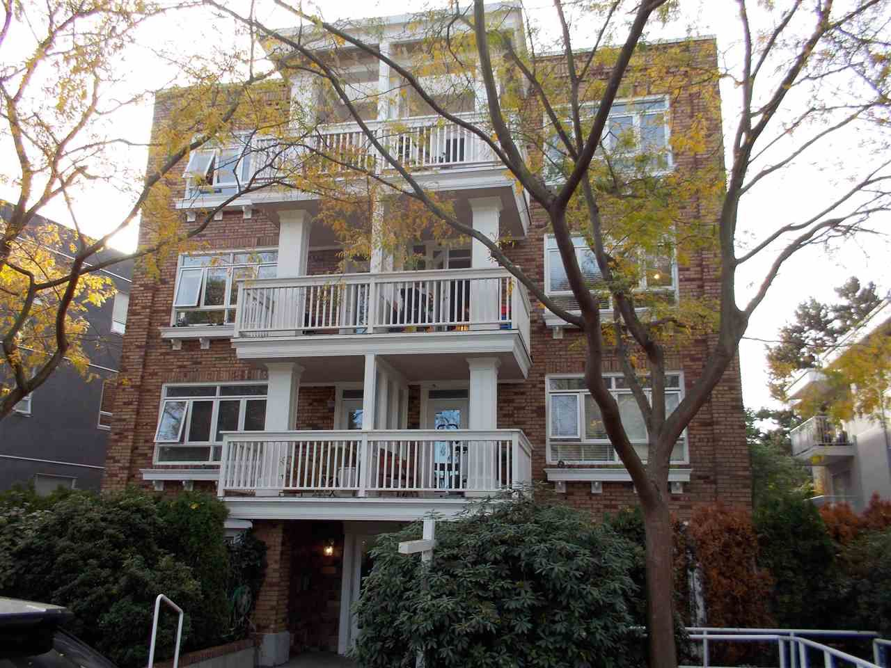 Main Photo: 104 2036 YORK AVENUE in Vancouver: Kitsilano Condo for sale (Vancouver West)  : MLS®# R2030503