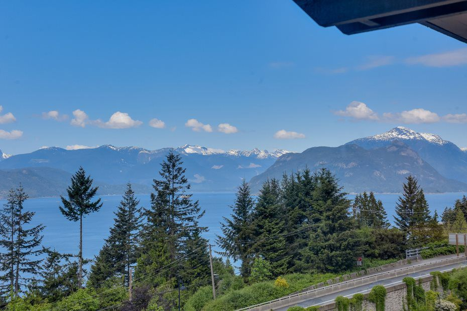 Main Photo: 428 CROSSCREEK ROAD: Lions Bay Townhouse for sale (West Vancouver)  : MLS®# R2070495