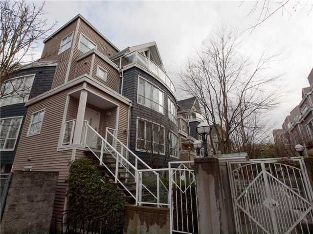 """Main Photo: 26 788 W 15TH Avenue in Vancouver: Fairview VW Townhouse for sale in """"SIXTEEN WILLOWS"""" (Vancouver West)  : MLS®# V938784"""