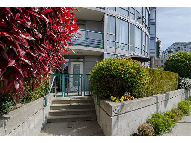 "Main Photo: 1035 MARINASIDE Crescent in Vancouver: Yaletown Townhouse for sale in ""Quaywest"" (Vancouver West)  : MLS®# V1003827"