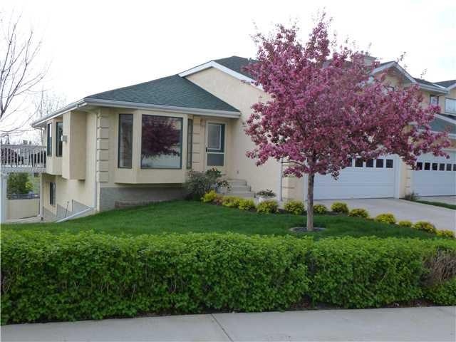 Main Photo: 28 200 SANDSTONE Drive NW in CALGARY: Sandstone Townhouse for sale (Calgary)  : MLS®# C3524111