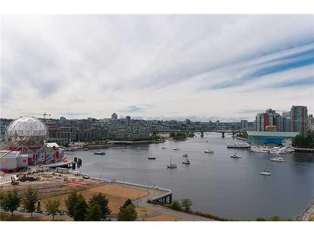 "Main Photo: 1405 120 MILROSS Avenue in Vancouver: Mount Pleasant VE Condo for sale in ""BRIGHTON"" (Vancouver East)  : MLS®# V971476"