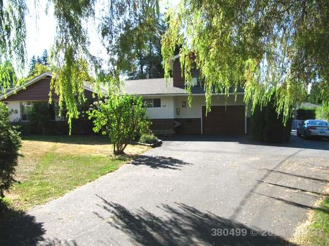 Main Photo: 849 Nicholls: House for sale : MLS®# 380499