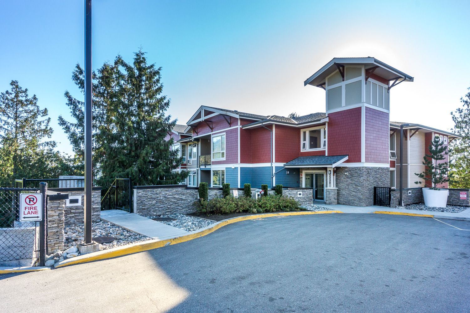 Main Photo: #102 2238 Whatcom Rd in Abbotsford: Abbotsford East Condo for rent