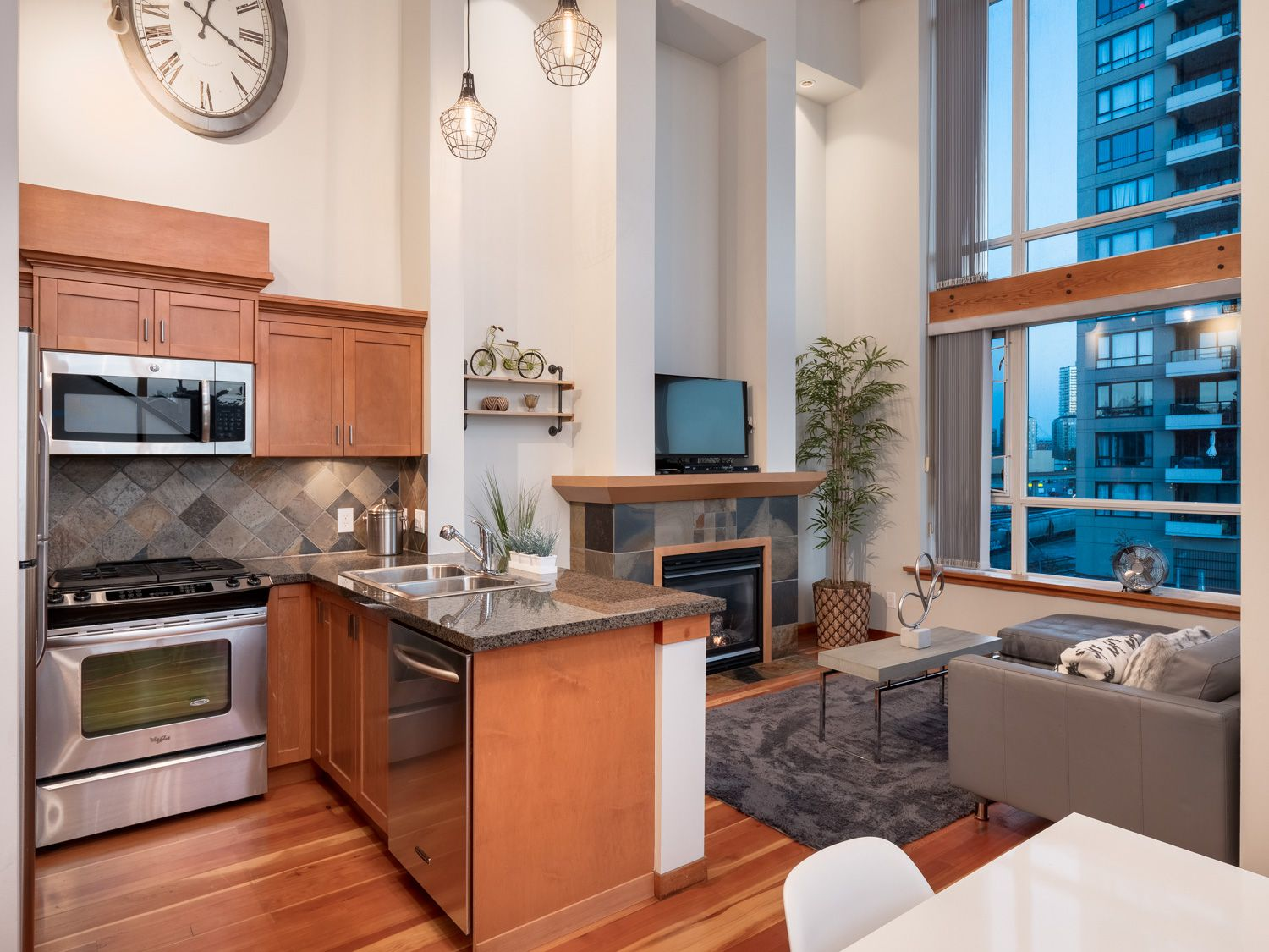 Main Photo: 329 10 RENAISSANCE SQUARE in New Westminster: Quay Condo for sale : MLS®# R2330423