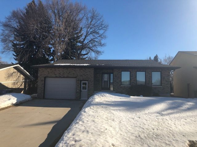 Main Photo: 125 Veterans Drive in Dauphin: Single Family Detached for sale (R30 - Dauphin and Area)