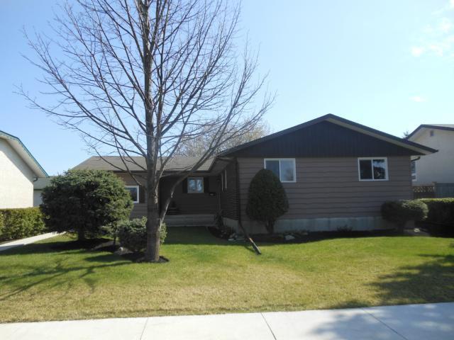 Main Photo: 435 Barker Boulevard in WINNIPEG: Charleswood Residential for sale (South Winnipeg)  : MLS®# 1208889