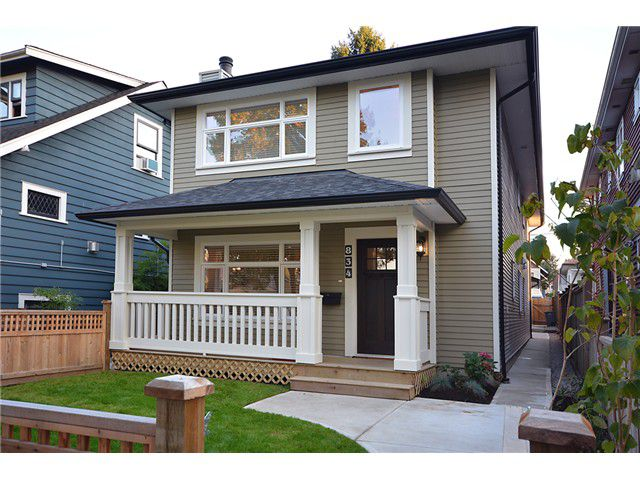 "Main Photo: 834 E 10TH Avenue in Vancouver: Mount Pleasant VE House 1/2 Duplex for sale in ""MOUNT PLEASANT"" (Vancouver East)  : MLS®# V1027352"