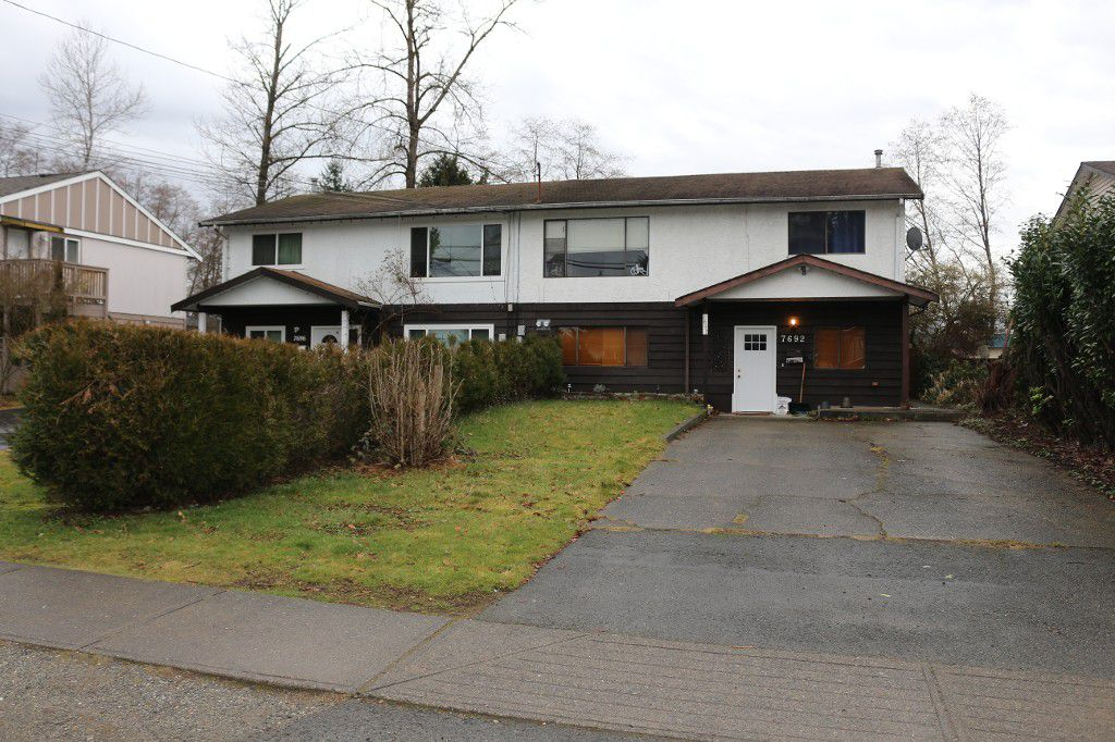 Main Photo: 7692 118 Street in N. Delta: House Duplex for sale : MLS®#  F1430129