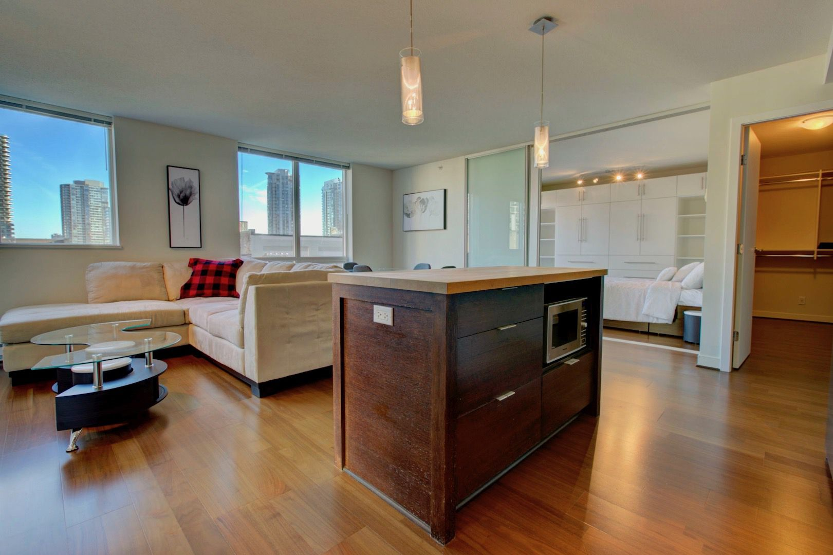 Main Photo: 1055 Homer in Vancouver: Condo for lease