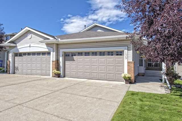 Main Photo: 139 HIDDEN VALLEY GREEN NW in CALGARY: Hidden Valley Residential Attached  (Calgary)  : MLS®# C3634306