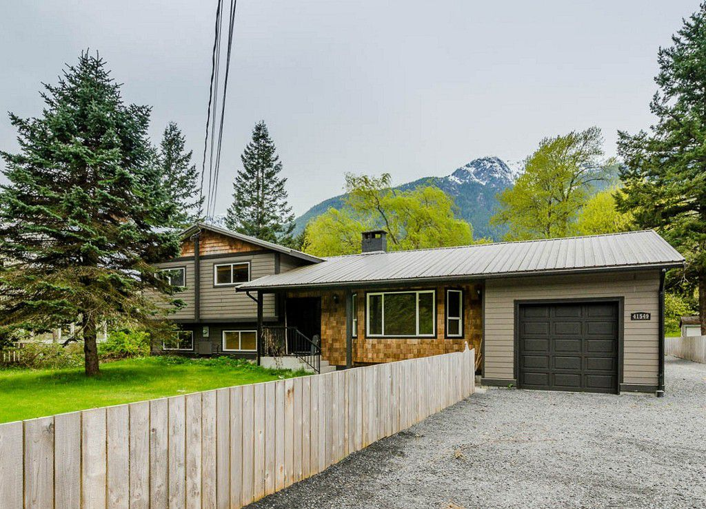 Main Photo: 41549 Cottonwood Road in : Brackendale House for sale (Squamish)