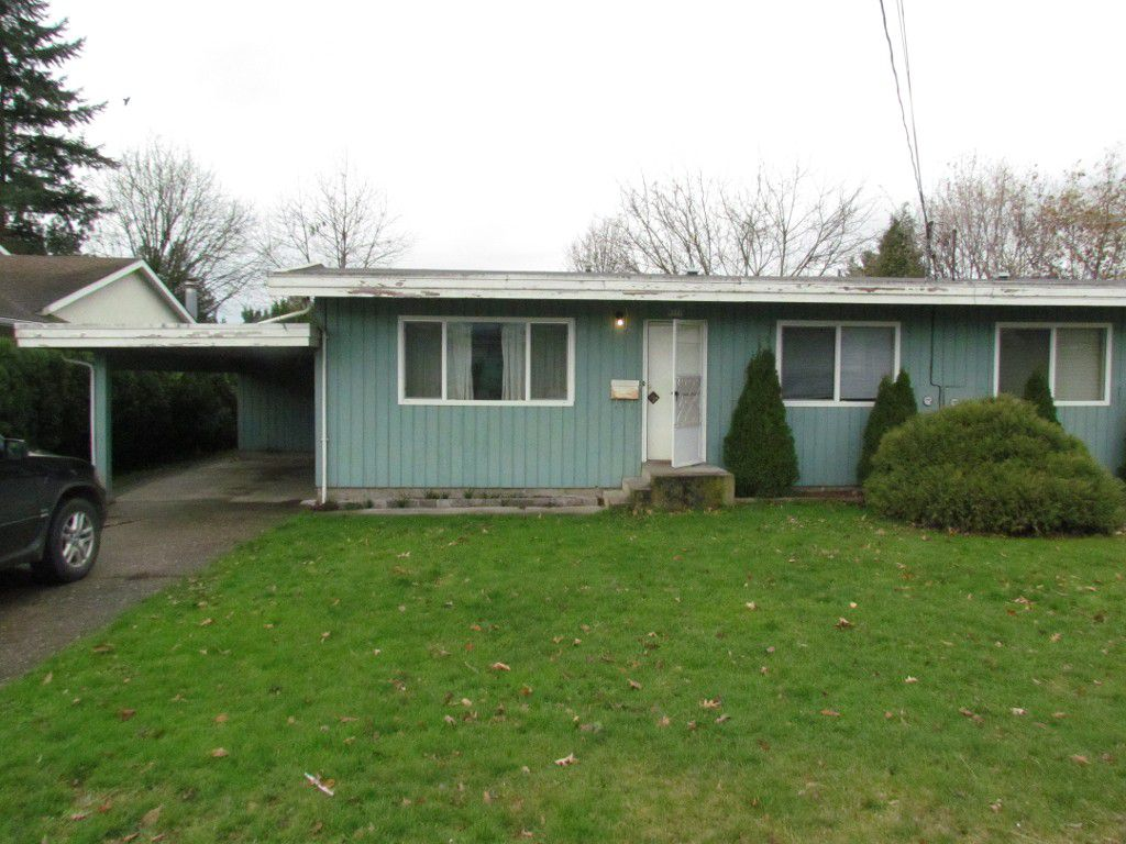 Main Photo: 9777 Carleton St. in Chilliwack: House 1/2 Duplex for rent