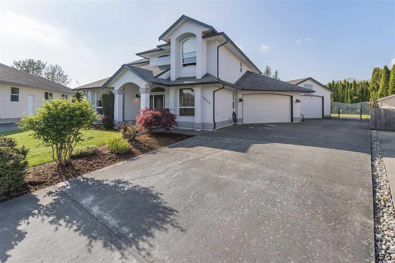 Main Photo: 1613 ARBUTUS Drive: Agassiz House for sale : MLS®# R2263718