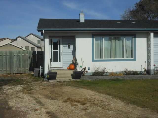 Main Photo: 73 Wiltshire Bay in WINNIPEG: Windsor Park / Southdale / Island Lakes Residential for sale (South East Winnipeg)  : MLS®# 1220697