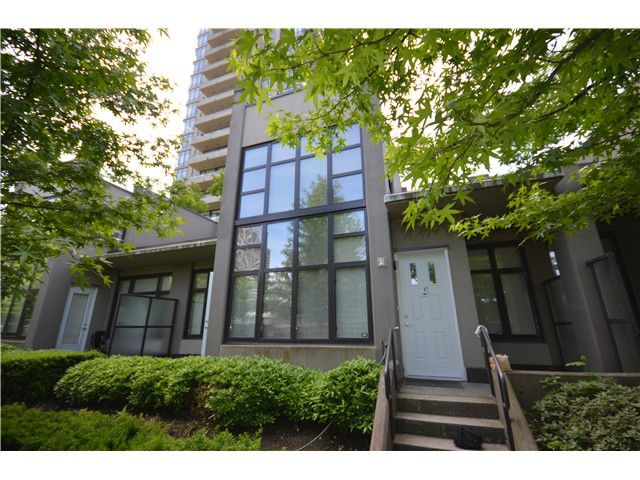 Main Photo: TH2-2355 Madison Ave in Burnaby: Brentwood Park Townhouse for sale (Burnaby North)  : MLS®# V1011036