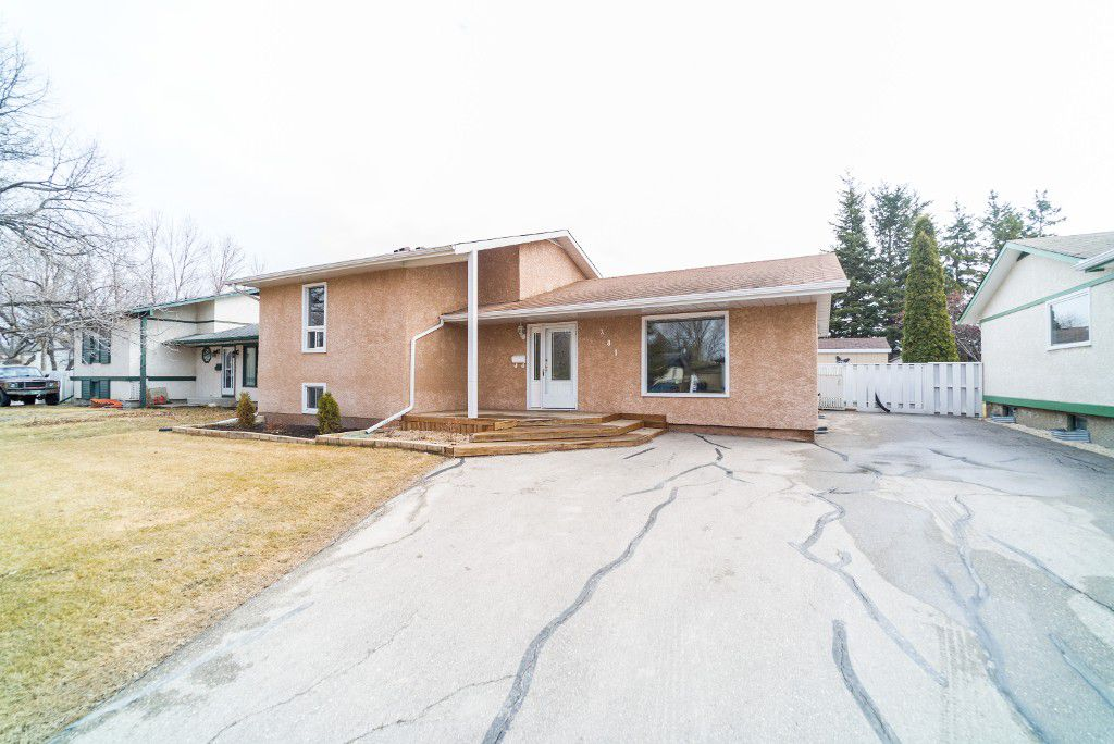 Main Photo: 281 Stradford Street in : Crestview Single Family Detached for sale