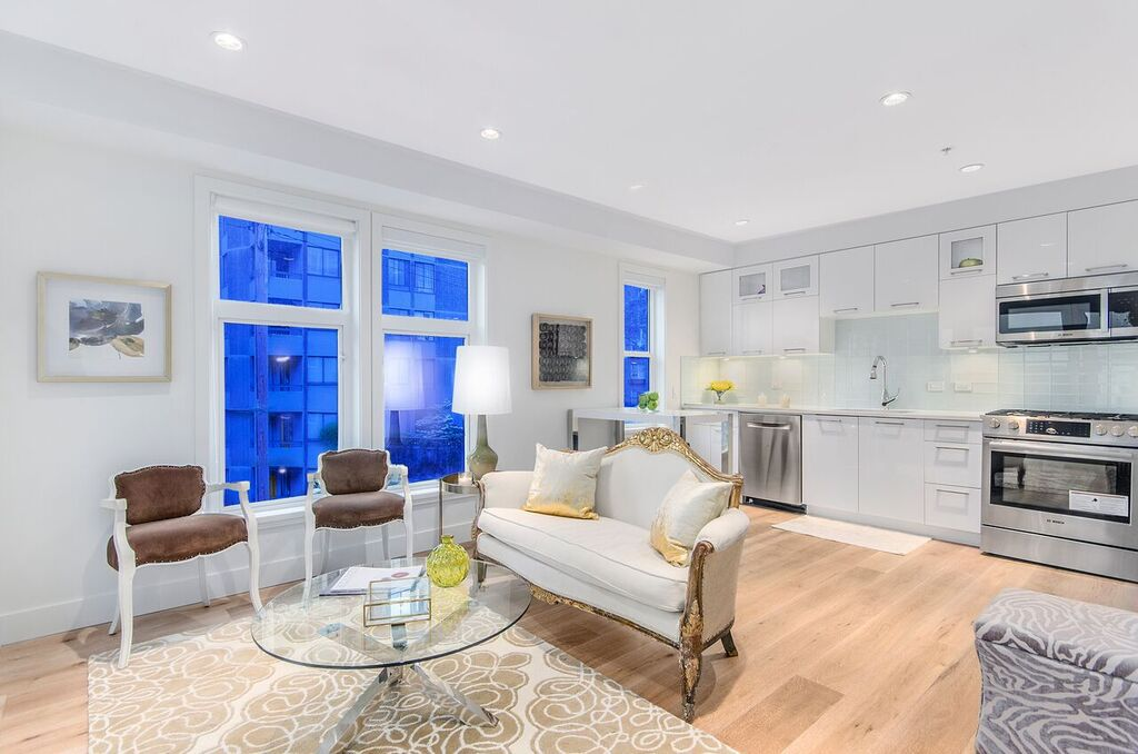 Main Photo: 1080 Nicola Street in Vancouver: West End VW Townhouse for sale (Vancouver West)