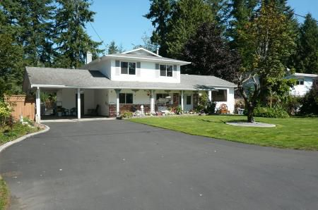 Main Photo: Extensively Updated Split On Gorgeous 1/4 Acre