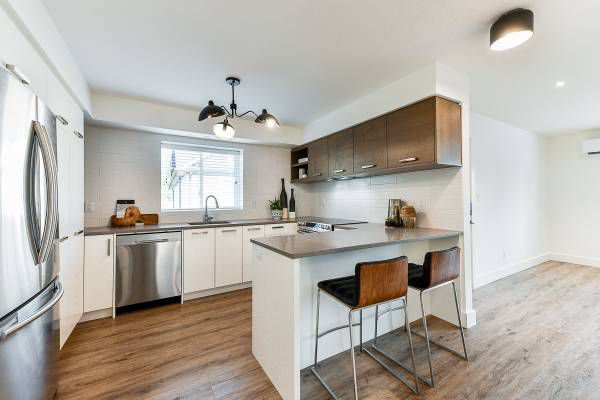 Main Photo: 33877 Walnut Ave. in Abbotsford: Central Abbotsford Condo for rent