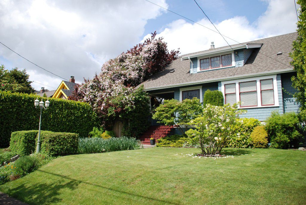 """Main Photo: 1105 DUBLIN ST in New Westminster: Moody Park House for sale in """"MOODY PARK"""" : MLS®# V992485"""