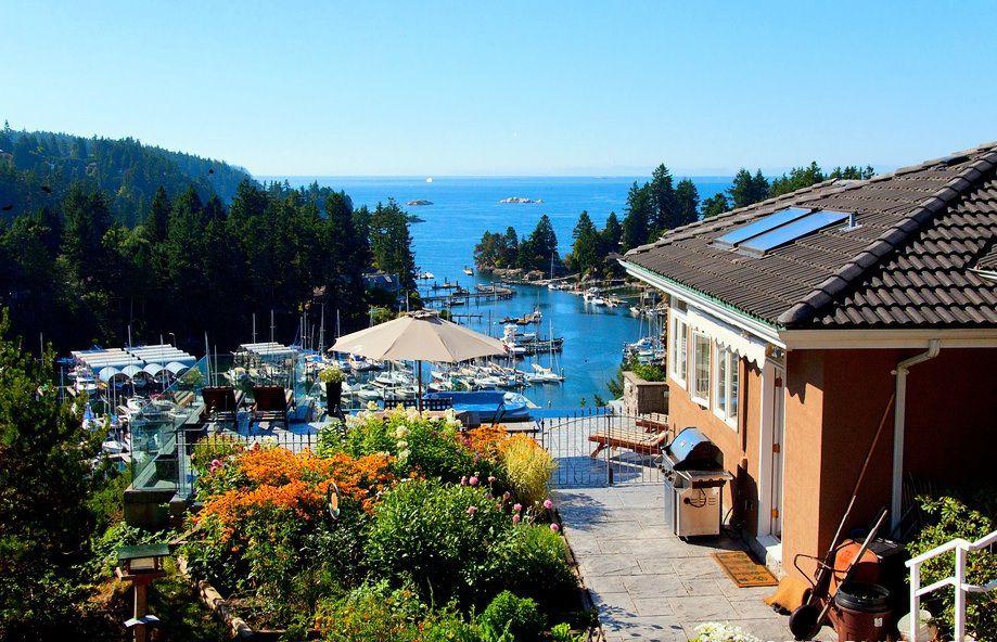 Main Photo: 5815 Marine Drive in Seabreeze Estates: Eagleridge Home for sale ()