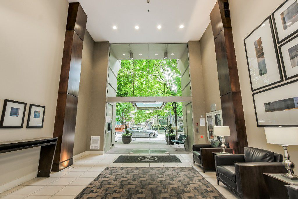 Main Photo: 808 969 Richards St in Vancouver: Condo for sale
