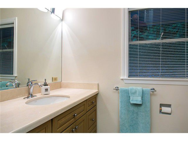 Photo 13: Photos: 260 RONDOVAL Crescent in North Vancouver: Upper Delbrook House for sale : MLS®# V1025715